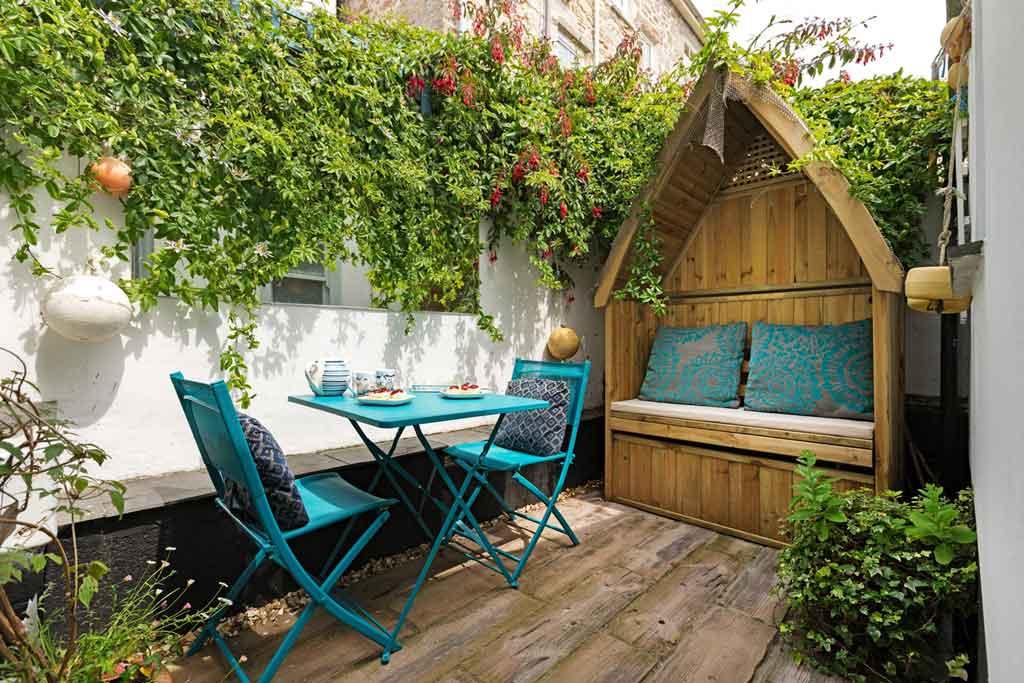 gulls-nest-patio